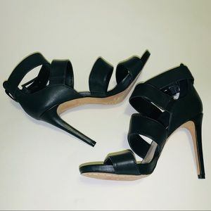 *EUC* VINCE CAMUTO STRAP HEELS WITH BUCKLE